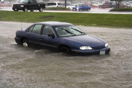 Consejos: ¿que hacer frente a un vehiculo inundado?